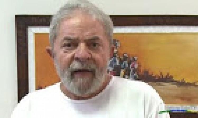 Polícia Federal faz operação na casa de Lula e o conduz coercitivamente para depor.