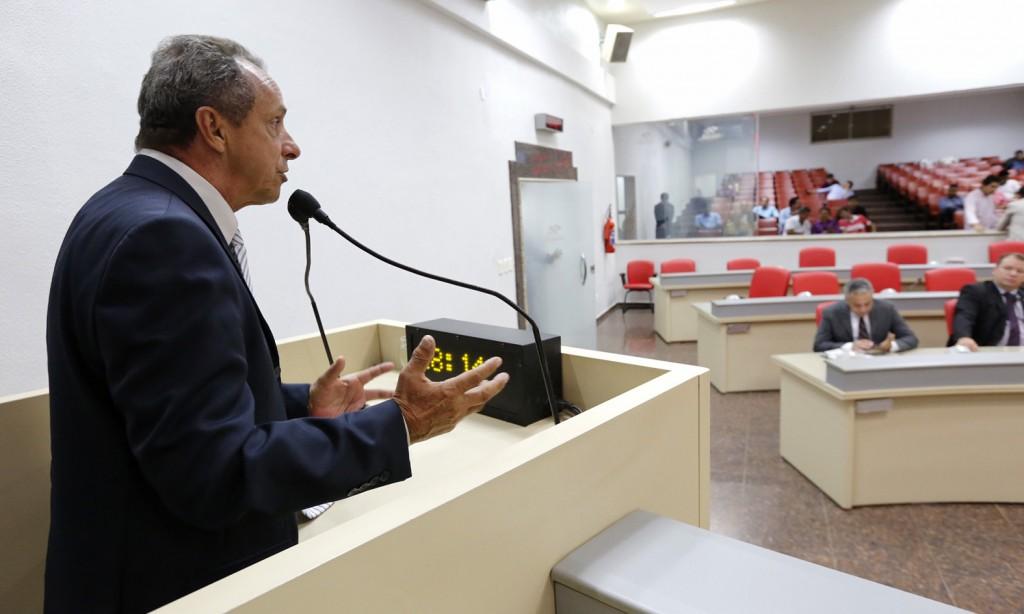 Lazinho solicita benefícios para Urupá, Buritis e Jaru