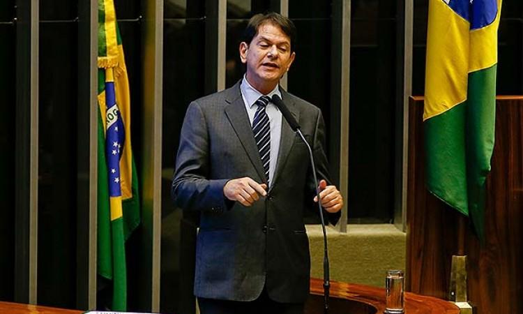 Cid Gomes entra com pedido de impeachment contra Temer  e chama o vice de chefe de quadrilha