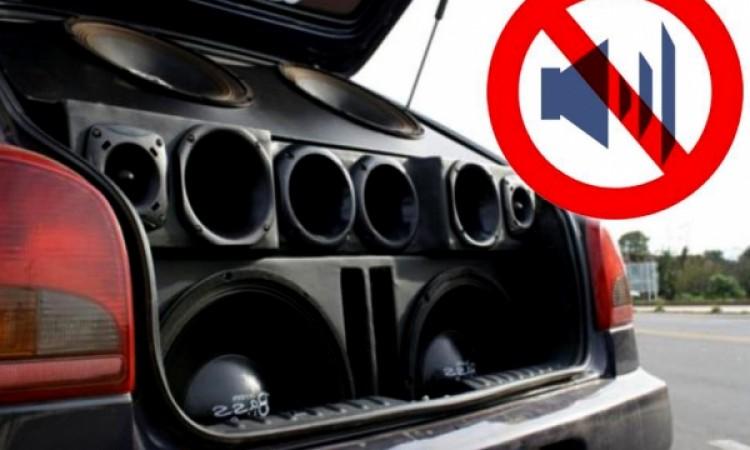 Som que pode ser ouvido do lado de fora do carro será infração grave
