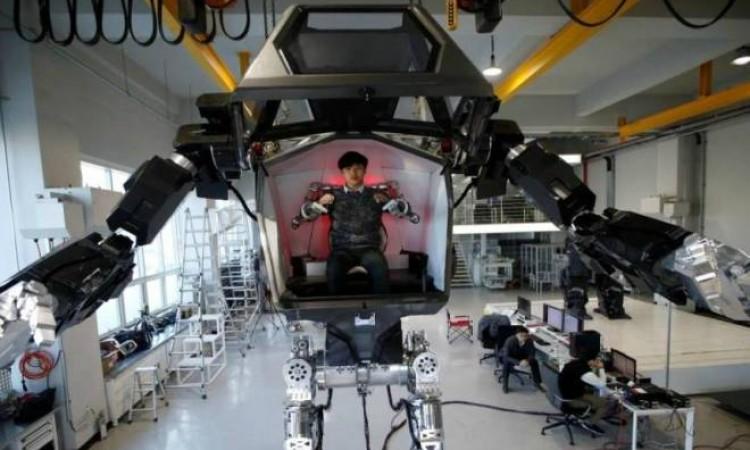 Robô tripulado inspirado em ficção científica começa a operar na Coreia do Sul