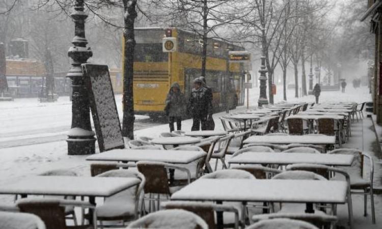Onda de frio que assola Europa deixa dezenas de mortos