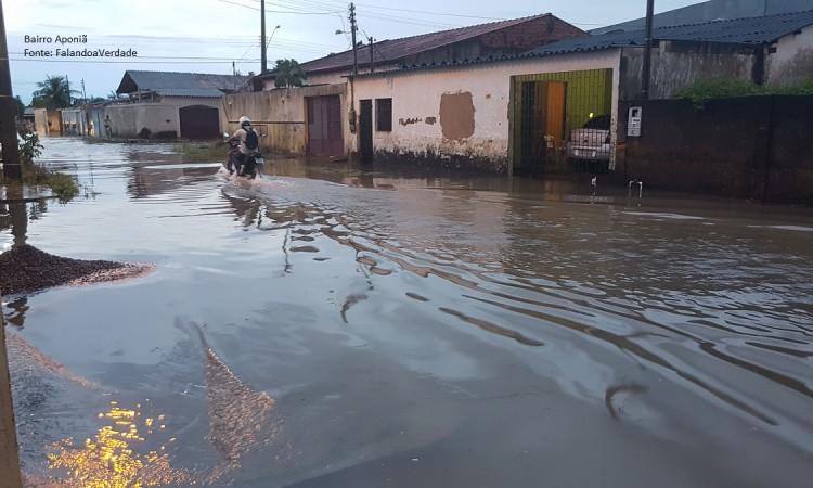 A forte chuva em Porto Velho causou muito alagamento e transtorno