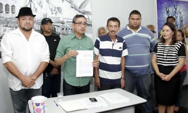 Prefeitura ajuda folia liberando R$ 400 mil às escolas de samba