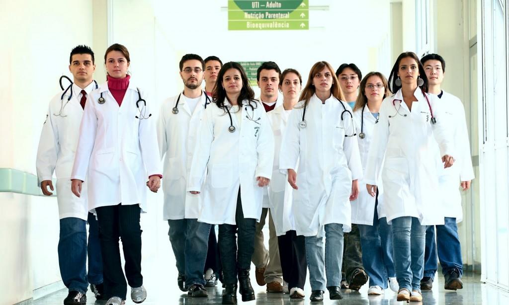 Novos cursos de medicina serão abertos em 11 municípios do País