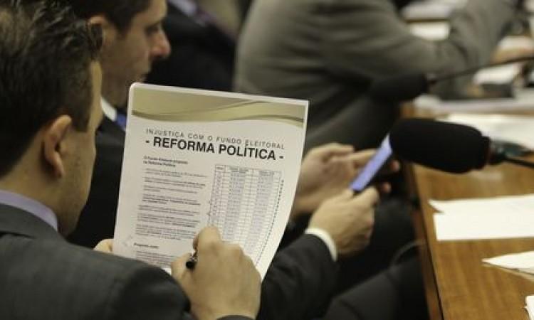 """Comissão da Câmara aprova """"distritão"""" para eleições de 2018 e 2020"""