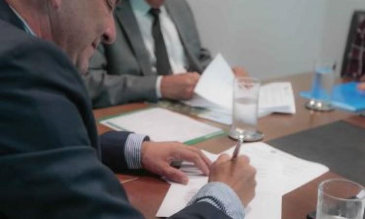 Escola de Governo oferece cursos de capacitação e pós-graduação para servidores municipais; 3 prefeituras assinaram convênio