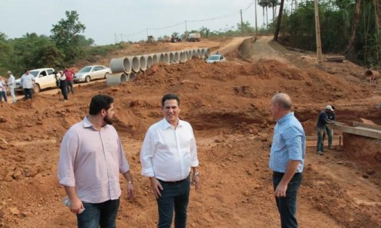 Governador em exercício visita obras de pavimentação em Porto Velho