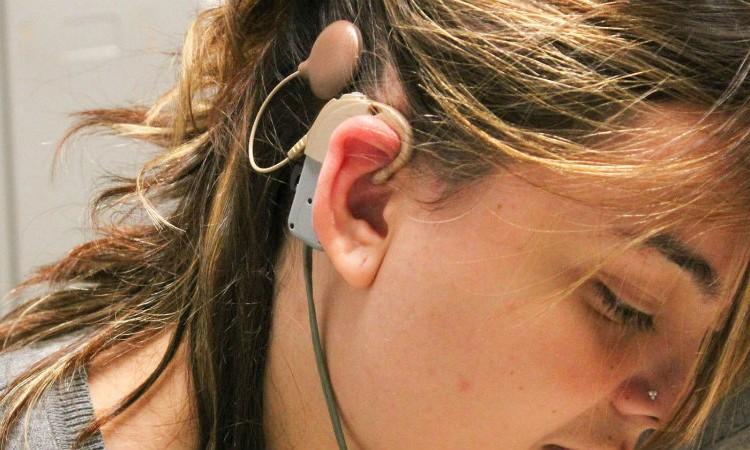 Tratamentos do SUS ajudam pessoas com deficiência auditiva a melhorar qualidade de vida