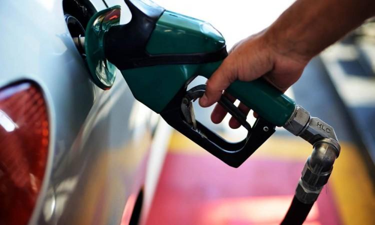 Preço da gasolina volta a subir e bate novo recorde no ano