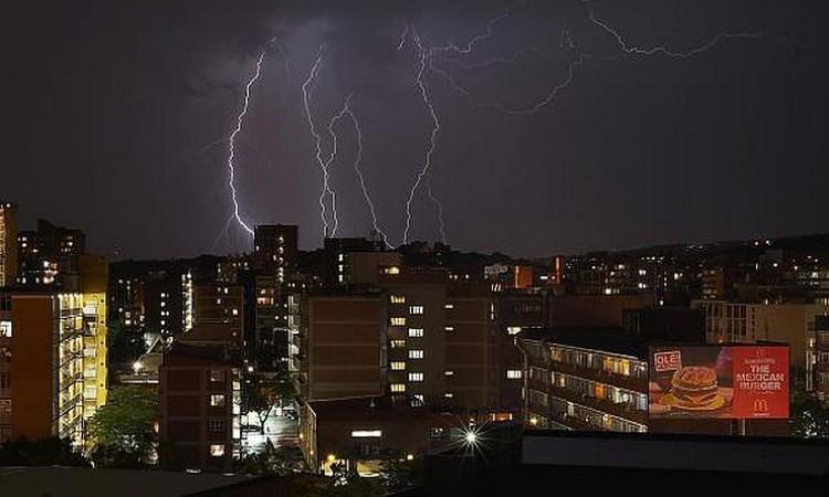 Sistema de detecção de raios do Brasil melhora alertas para salvar vidas