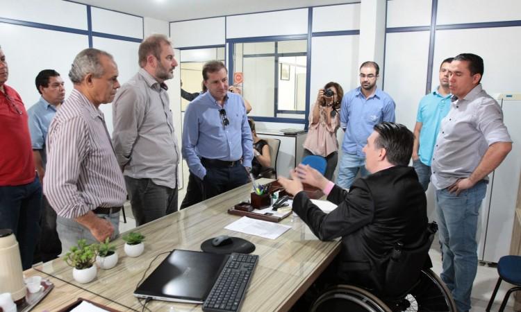 Prefeito visita unidade da Embrapa para conhecer projetos do órgão