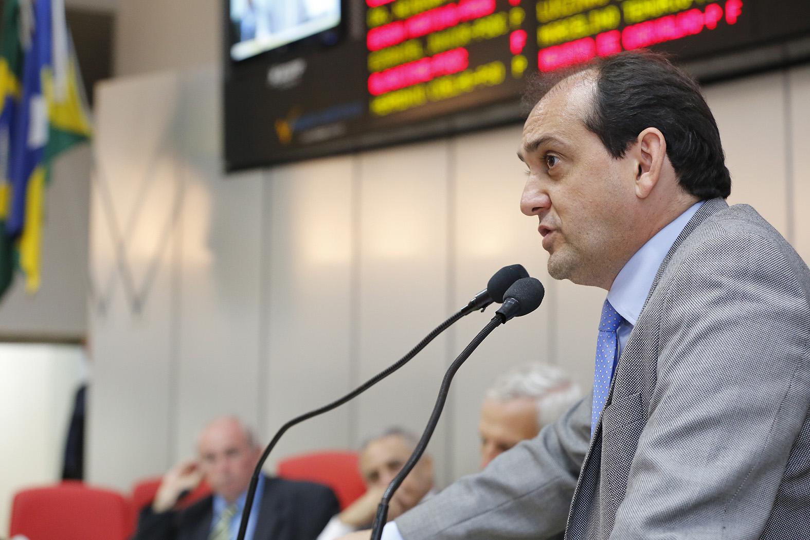Deputado-Laerte-quer-instituir-do-Dezembro-Laranja-em-Rond_nia-02Dez15-Foto-Jos_-Hilde-Decom-ALE-RO1.jpg