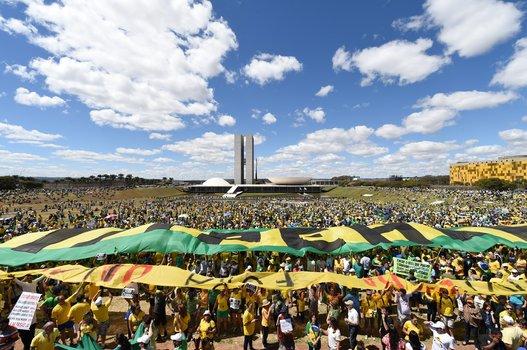 PROTESTO-ANTI-DILMA1.jpg