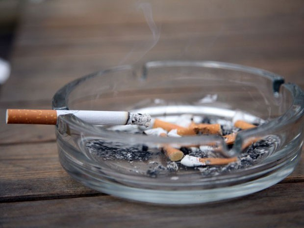 cigarro-cinzeiro-foto.jpg