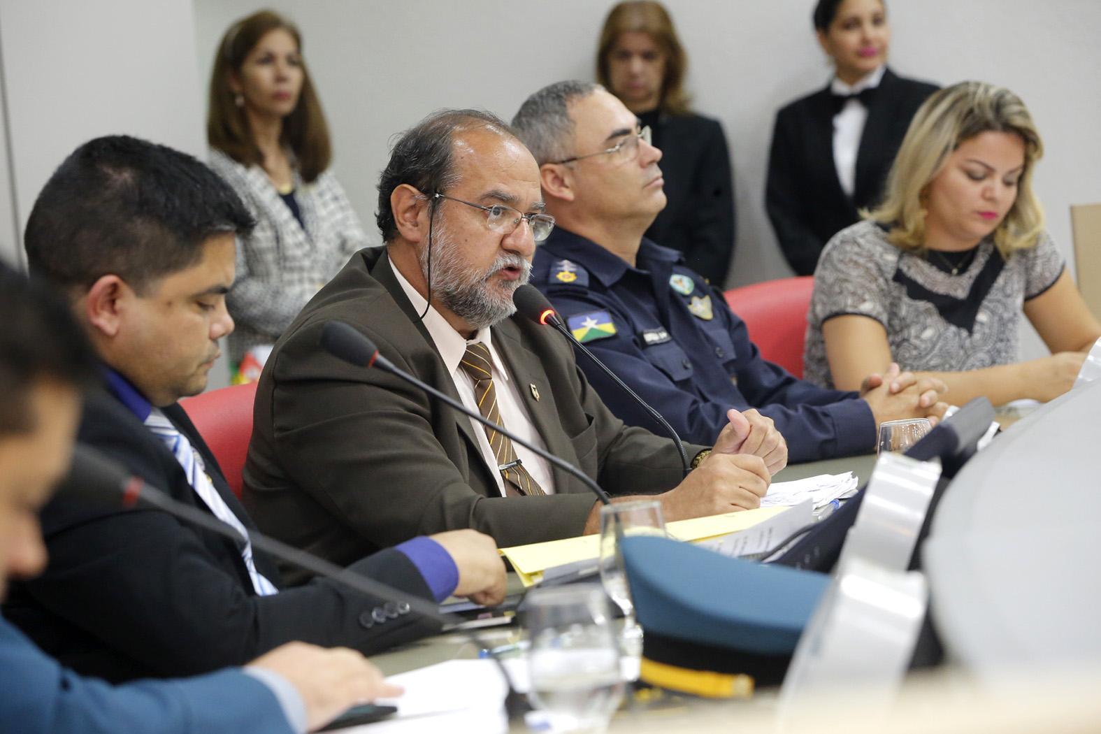Atribui__es-das-Pol_cias-Civil-e-Militar-debatidas-em-audi_ncia-p_blica-25Ab16-Foto-Jos_-Hilde-6.jpg