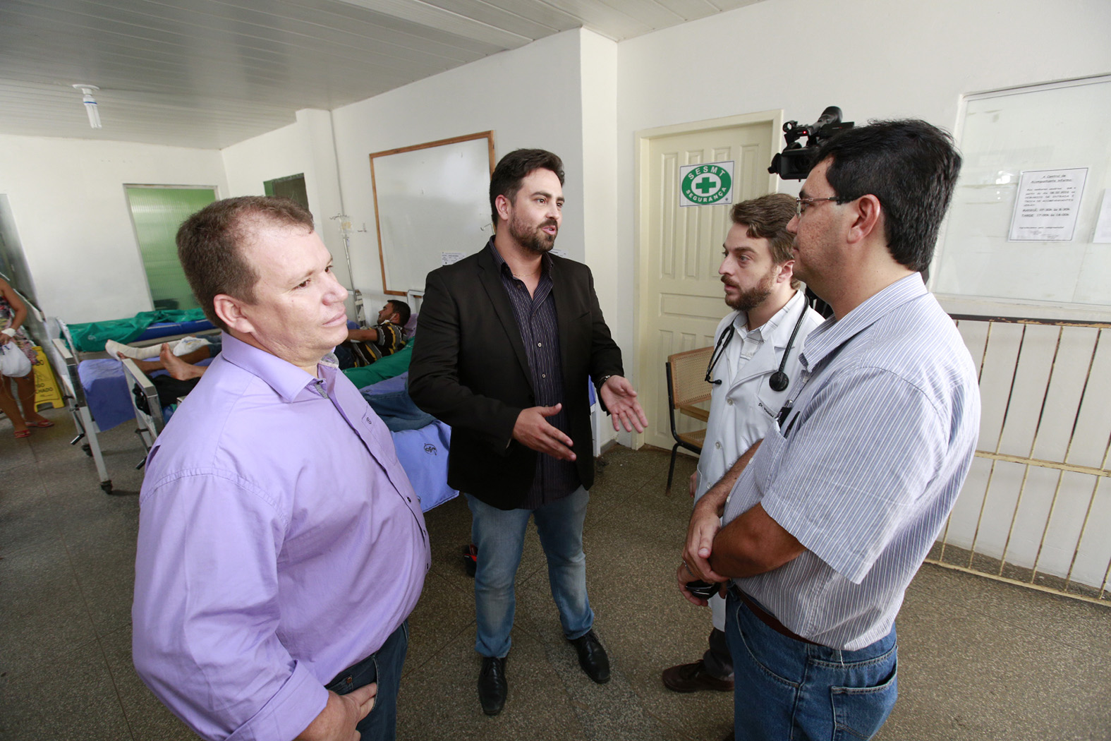 Comiss_es-de-Sa_de-e-de-Direitos-Humanos-vistoriam-Hospital-Jo_o-Paulo-II-20Ab16-Foto-Ana-C_lia-Decom-ALE-RO-3.jpg