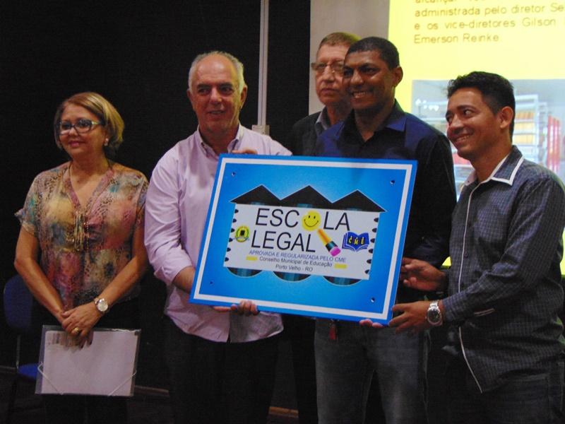 Entrega_Selo_Escola_800px4DSC01583_004_1.jpg