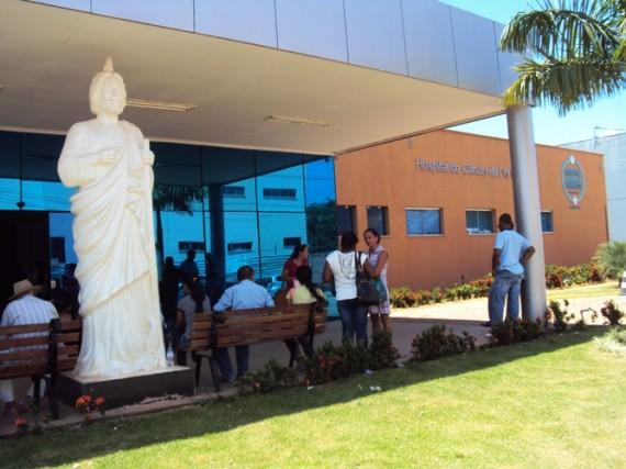 1-Em-frente-ao-Hospital-de-Câncer-de-Barretos-Unidade-de-Porto-Velho-570x427-1.jpg
