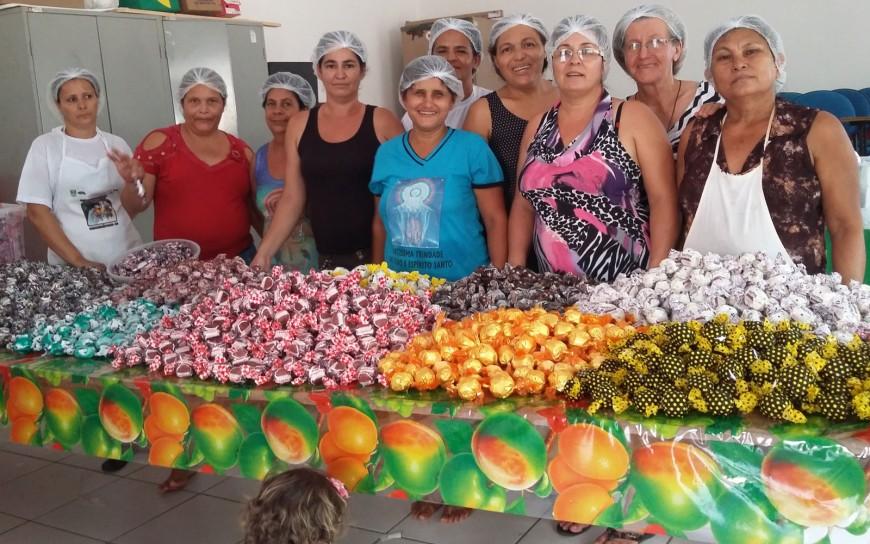 Mulheres-de-Teixeiropolis-conquistam-mercado-de-chocolates-FOTO-03-EMATER-870x544.jpg