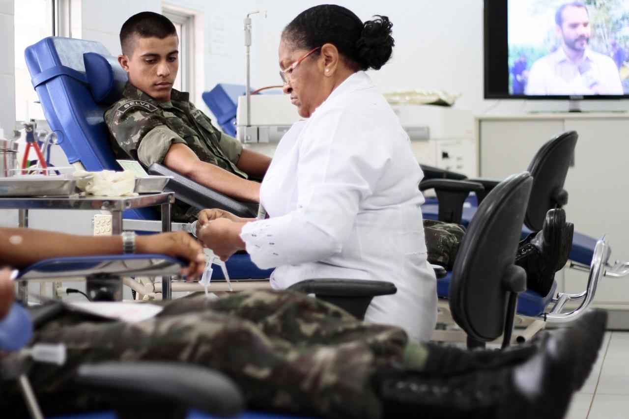 Doação-de-sangue_Exército_Fhemeron_22.10.15_Foto_Daiane-Mendonça-9.jpg