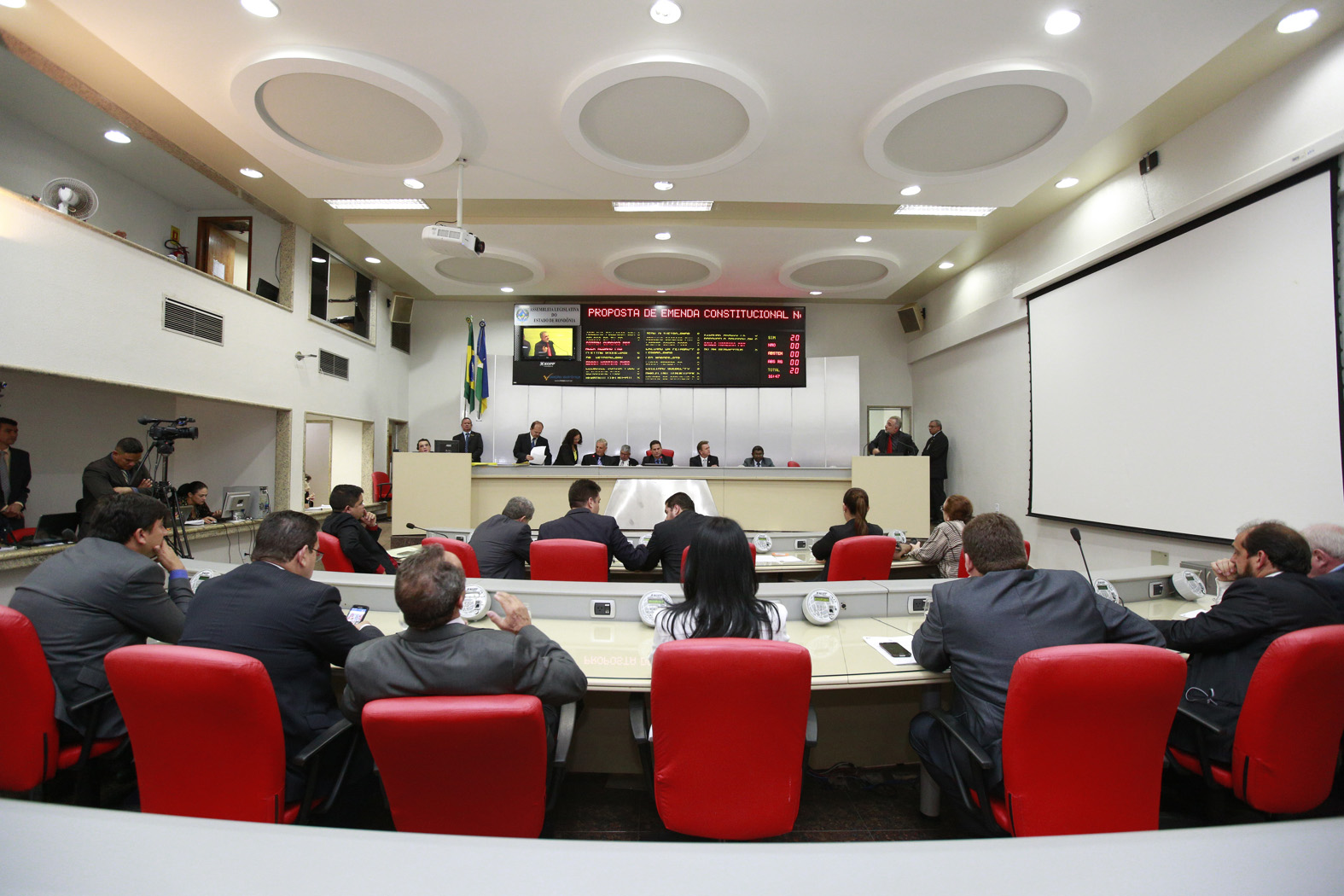 assembleia-aprova-pec-que-beneficia-policiais-militares-de-rondonia.jpg