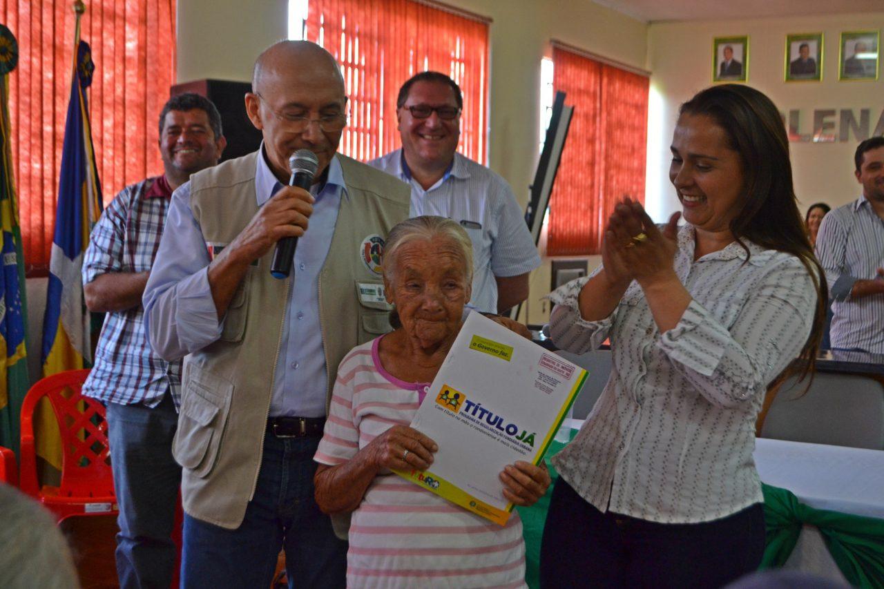 Cabixi-Governor-Confucio-Rosaria-Batista-Araujo-Entrega-Titulo-Fotos-Marcelo-Gladson-04.jpg