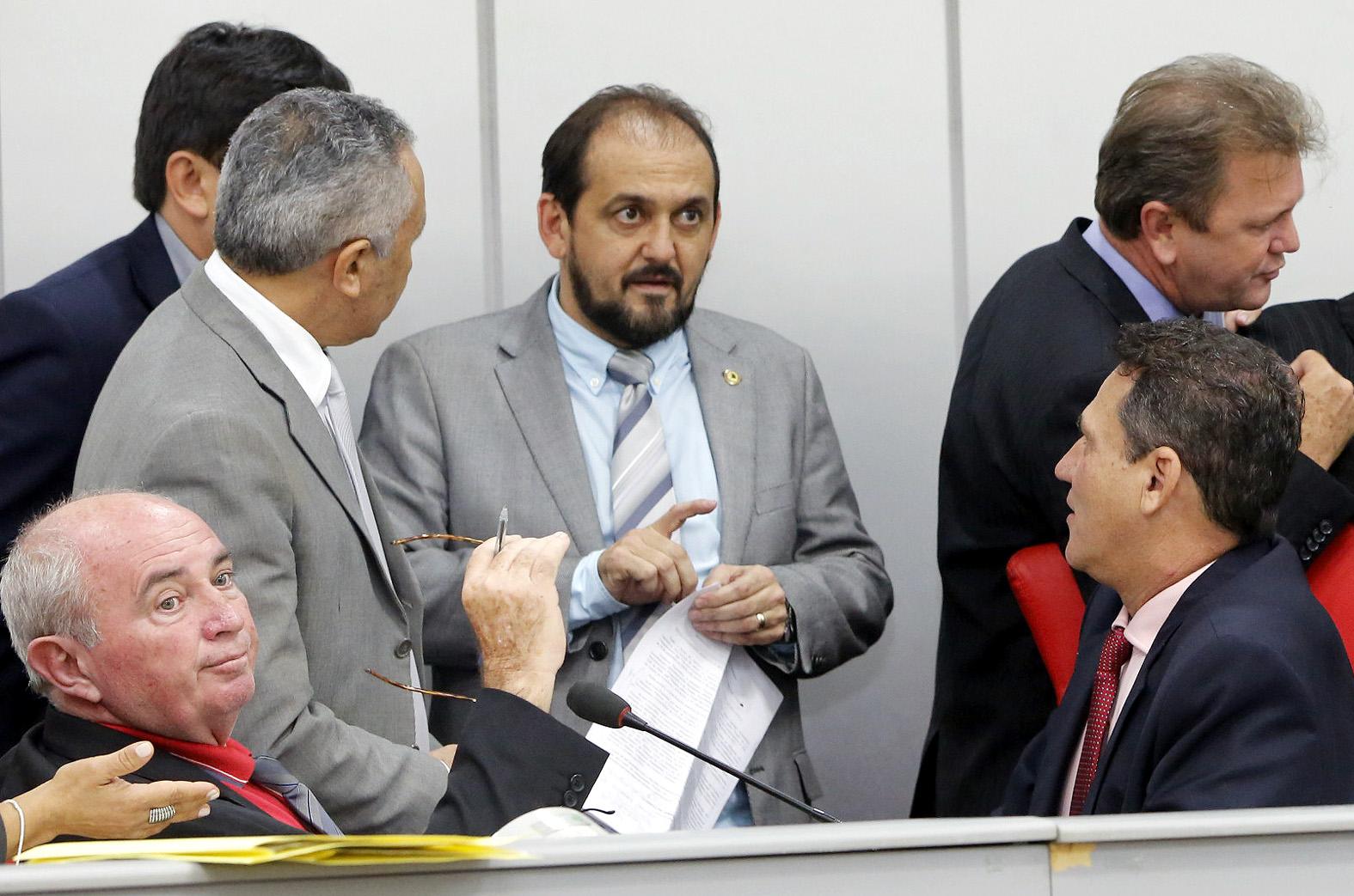 laerte-explica-que-deputados-estaduais-defenderam-servidores-em-votacao.jpg