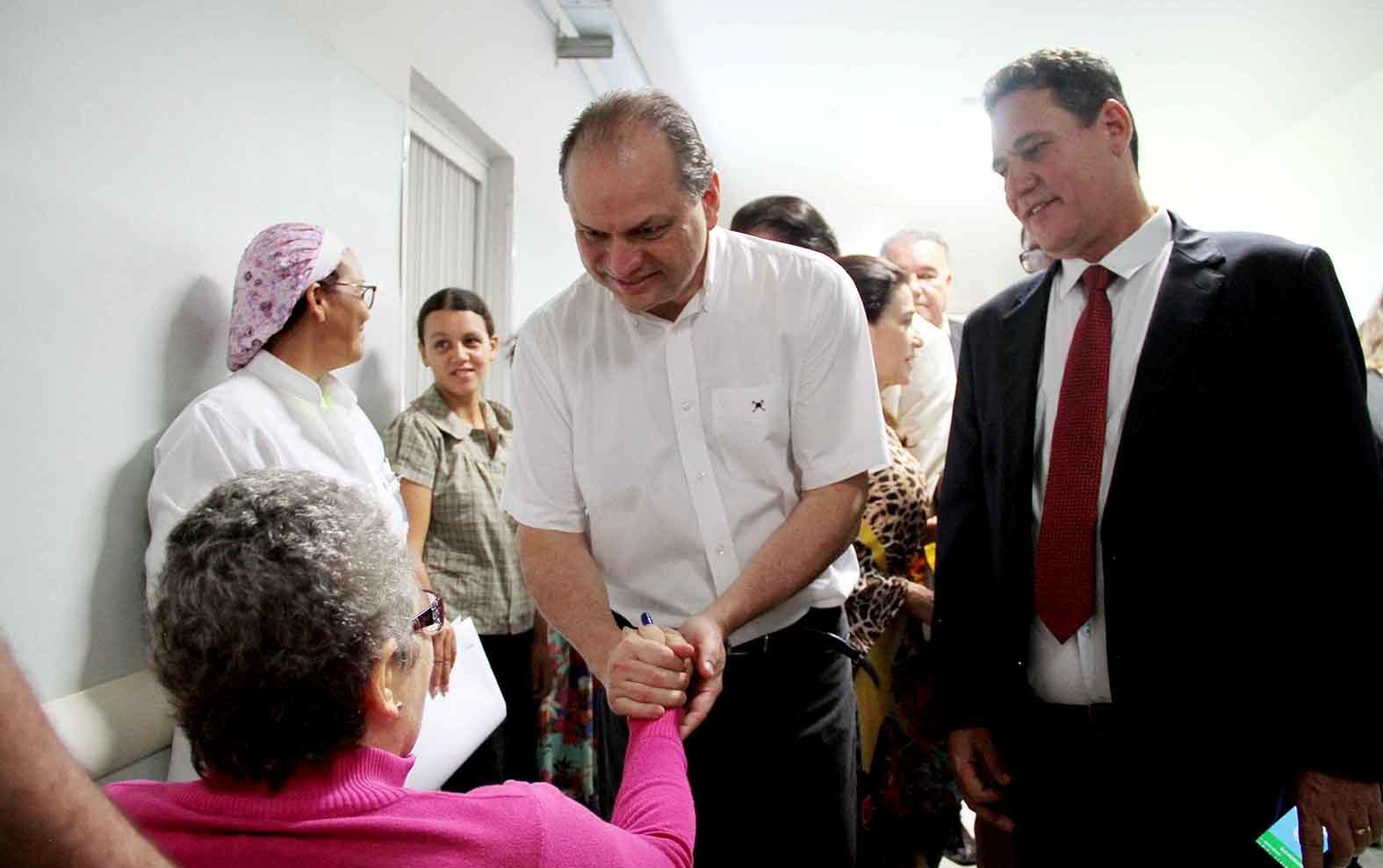 maurao-acompanha-visita-de-ministro-da-saude-ao-cosme-e-damiao-e-ao-hospital-de-base.jpg