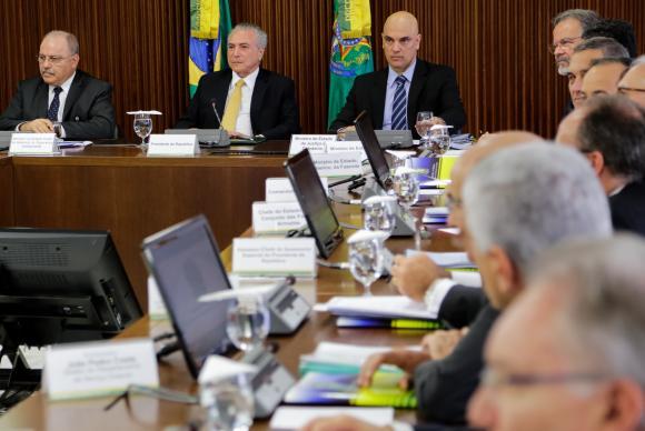 TEMER-FORÇAS-ARMADAS-EM-PRESIDIO.jpg