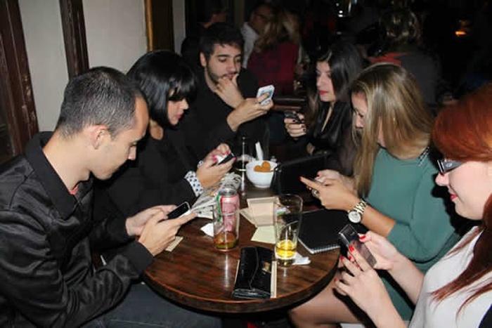 amigos-celular.jpg