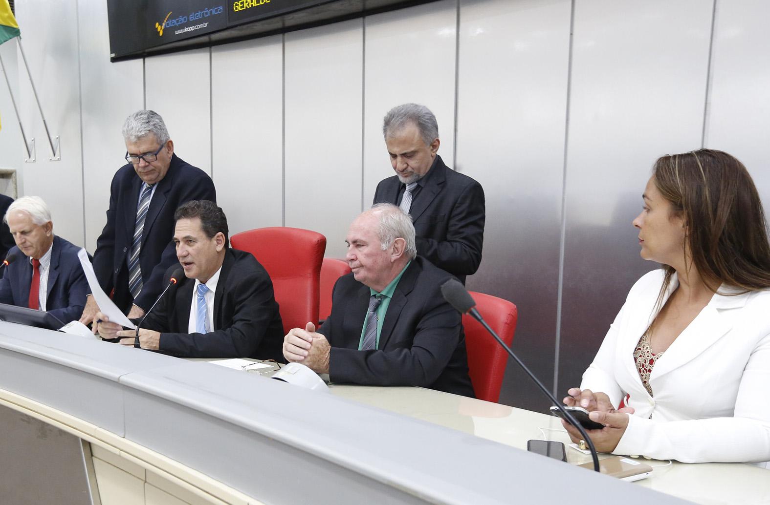 assembleia-faz-doacao-de-material-odontologico-e-de-enfermagem-a-prefeitura-da-capital.jpg