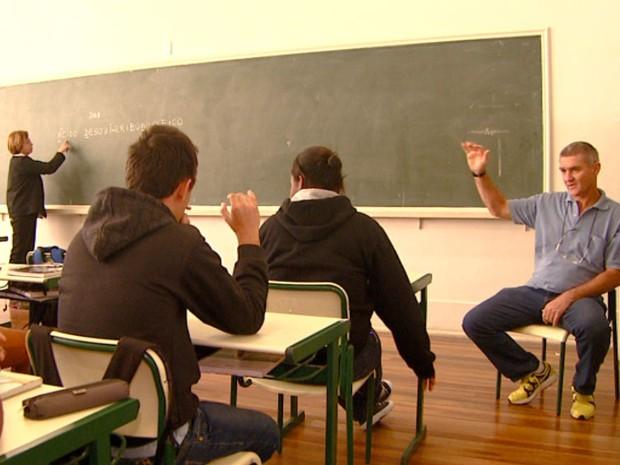 estudantes-surdis.jpg