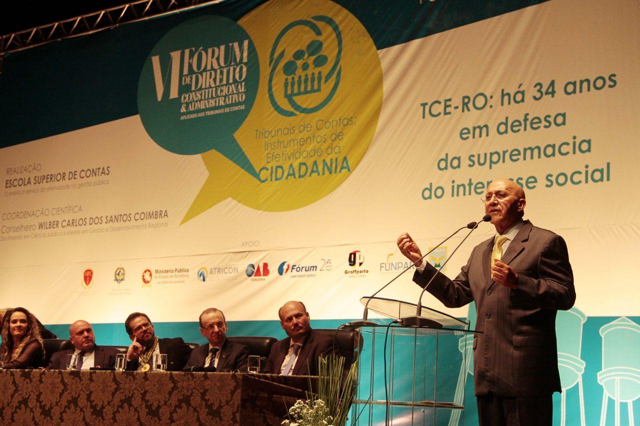 VI-Fórum-de-Direito-Constitucional-e-Administrativo_24.05.17_Foto_Daiane-Mendonça-12.jpg