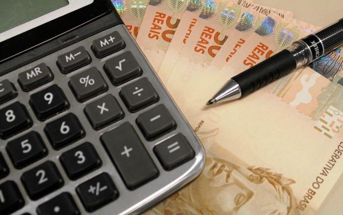calculadora-e-dinheiro.jpg