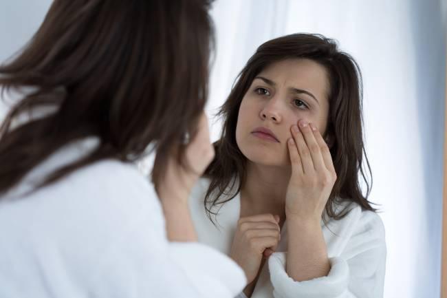 mulher-no-espelho-aparencia.jpg