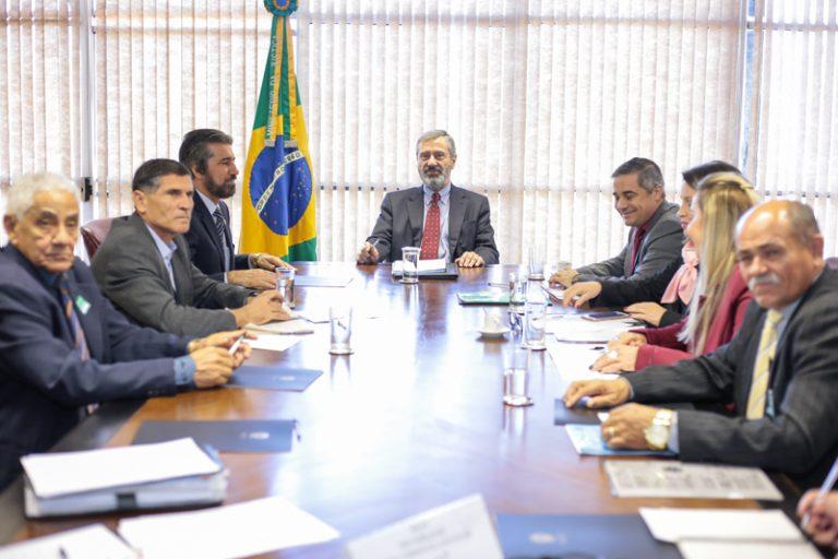 Minis_Justiça_27_06_foto-2-768x512.jpg