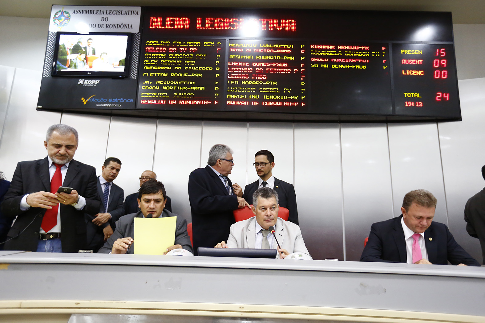 deputados-aprovam-projeto-que-institui-gestao-democratica-em-escolas-estaduais.jpg