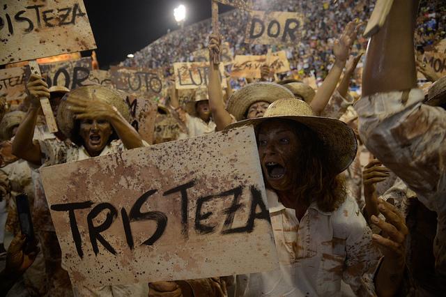 escola-de-samba-protesto.jpg