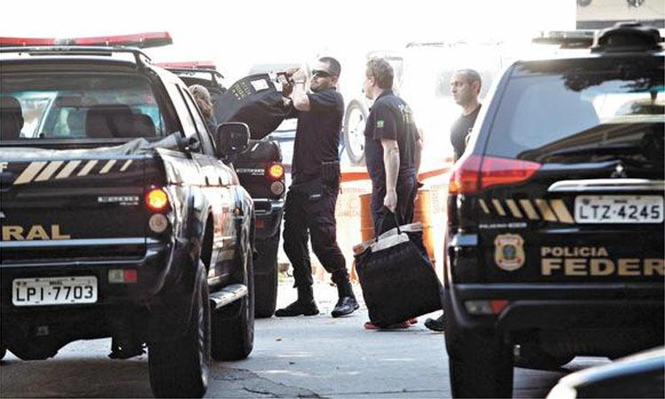 Viaturas-da-Polícia-Federal-na-casa-de-Lula-e-no-Instituto-Lula-cumprindo-mandato-de-busca.jpg