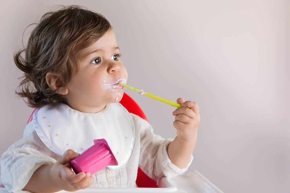 bebe-e-iogurte.jpg