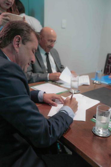 Assinatura-de-Termo-de-Cooperação-entre-o-Estado-através-da-SEGEP-Escola-de-Governo-e-as-Prefeituras-de-Porto-Velho-Ariquemes-Ji-Paraná-e-Cacoal-11-09-17-12-370x555.jpg