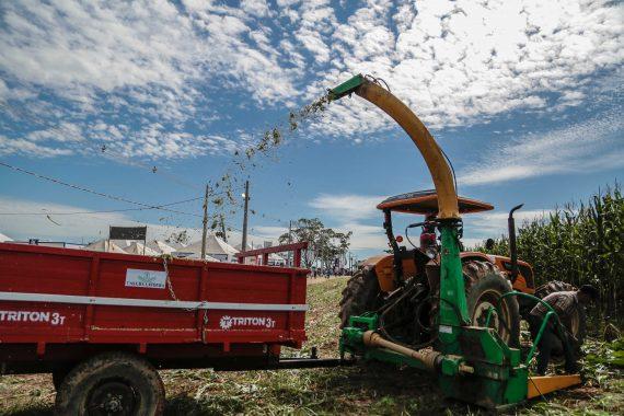 Rondonia-Rural-Show-2017-26-05-17-passeio-pela-feira-Sr.-Vice-Gov.-Daniel-Pereira-Sec.-Evandro-Padovanni-e-Dep-Marinha-Raupp-570x380.jpg